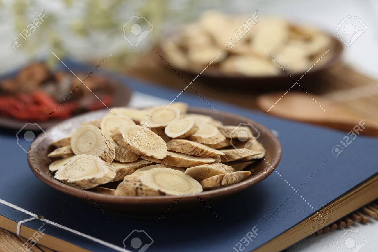 Traditional Chinese medicine Astragalus membranaceus - 65948211