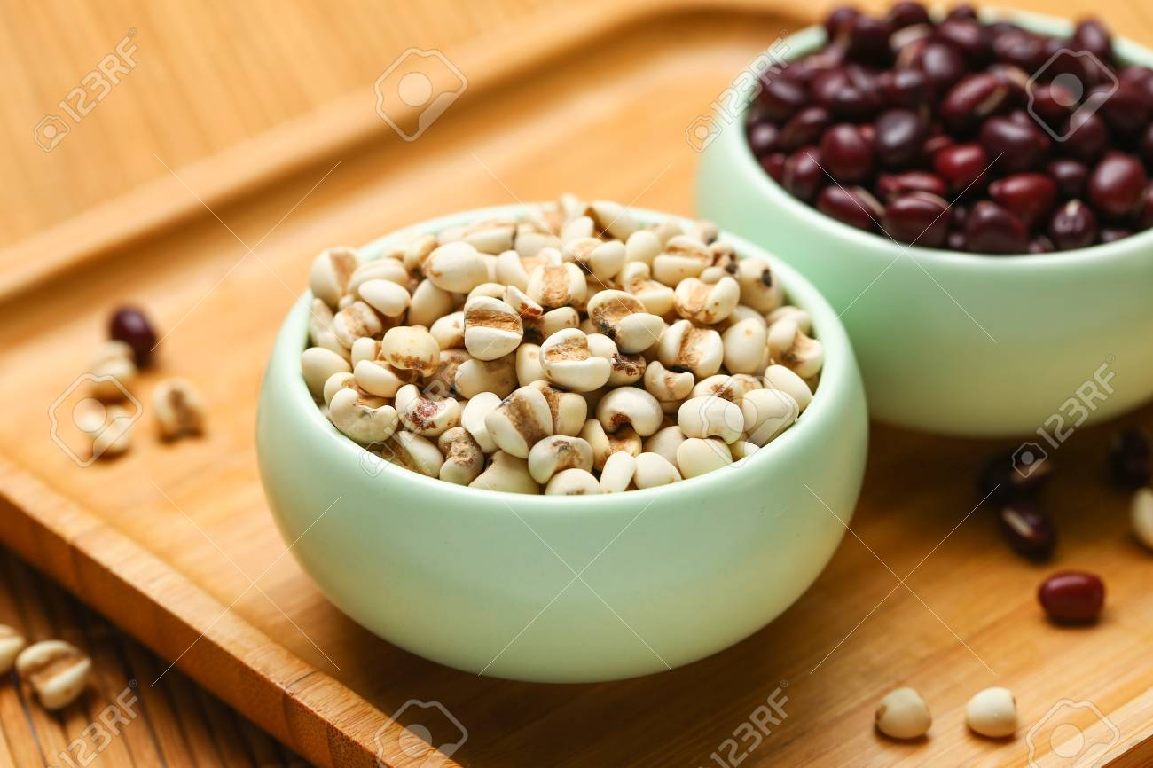 red beans and job's tears in green bowl on bamboo - 90369558