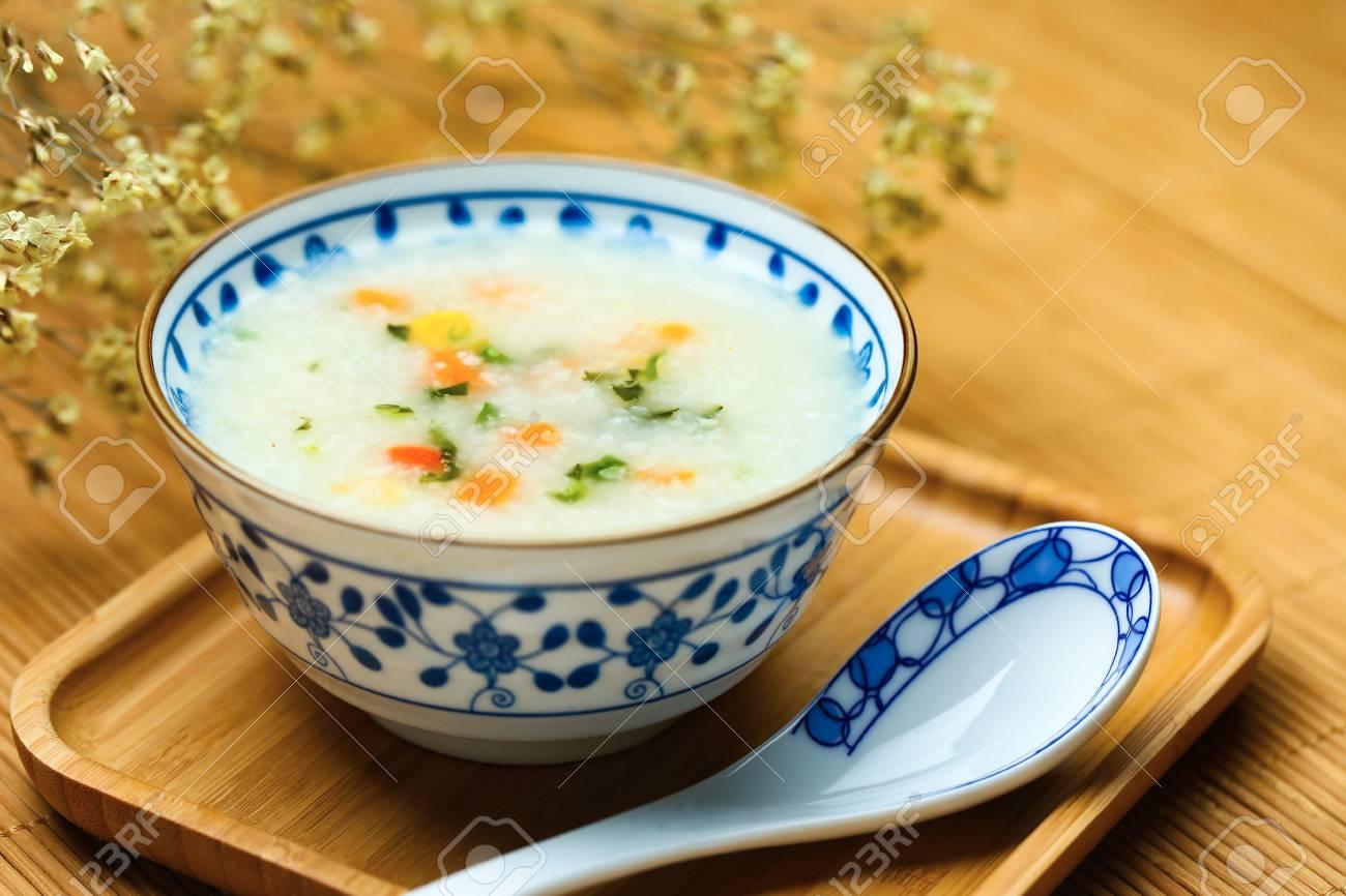 vegetable porridge in blue and white porcelain bowl - 90369645