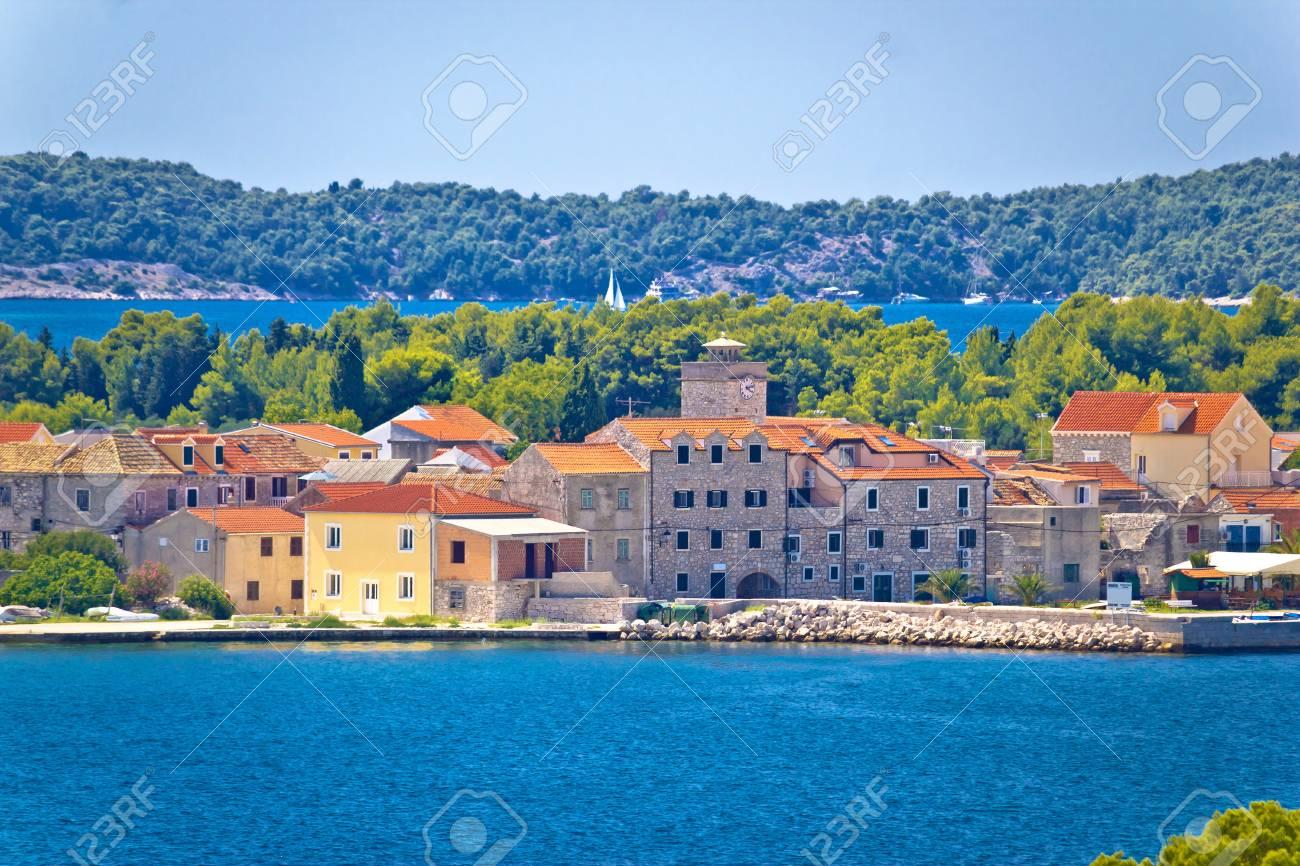 クラパニ島ウォーター フロント ビュー、ダルマチア、クロアチア の ...