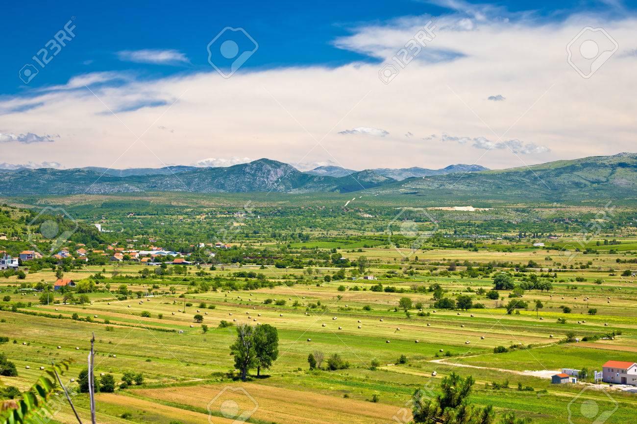 施設ポリエ フィールド空撮、内陸のダルマチア、クロアチア の写真素材 ...