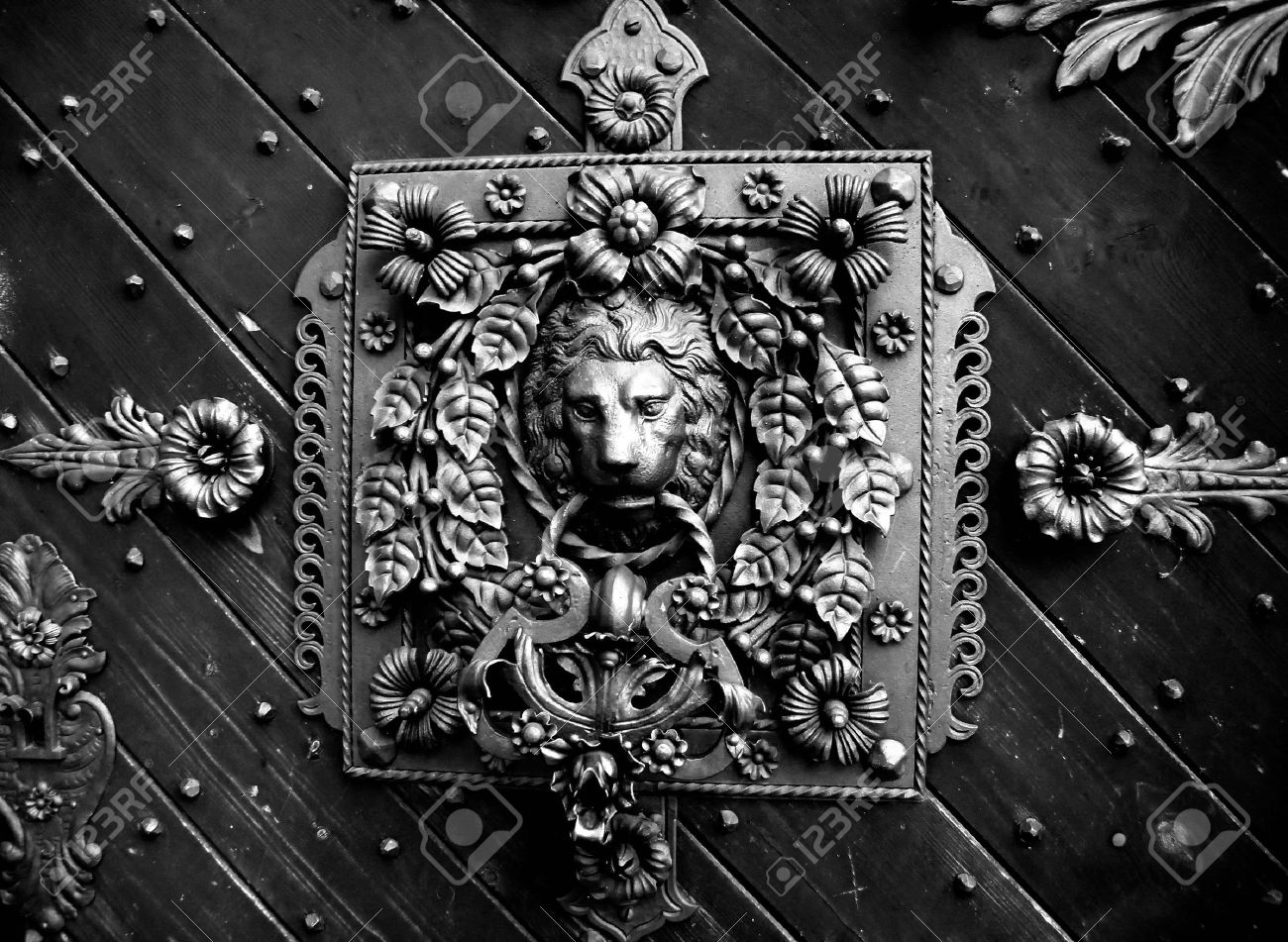 detail of a old castle door Stock Photo - 5650043 & Detail Of A Old Castle Door Stock Photo Picture And Royalty Free ... Pezcame.Com