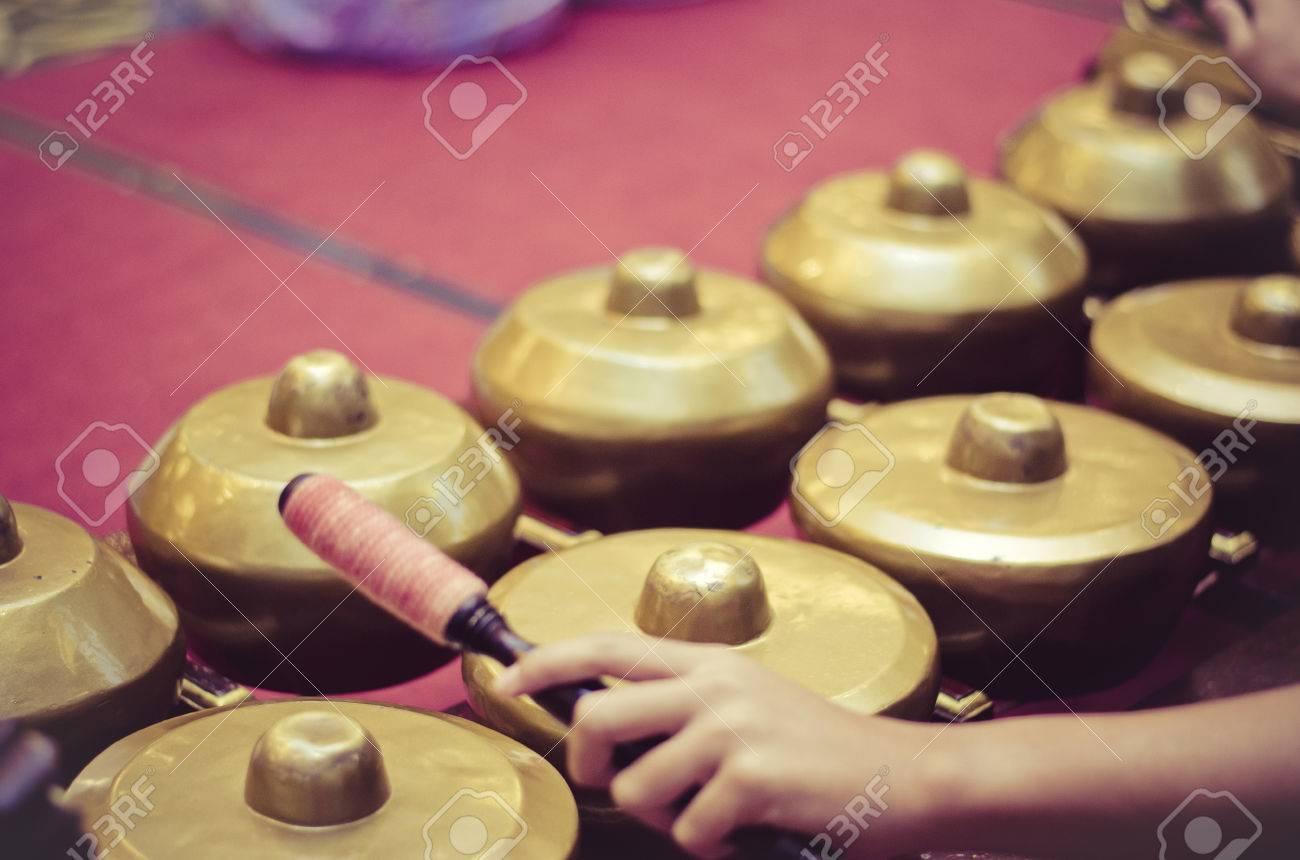 Instrumento De Música Tradicional Malasia Llamado Gamelan Con ...