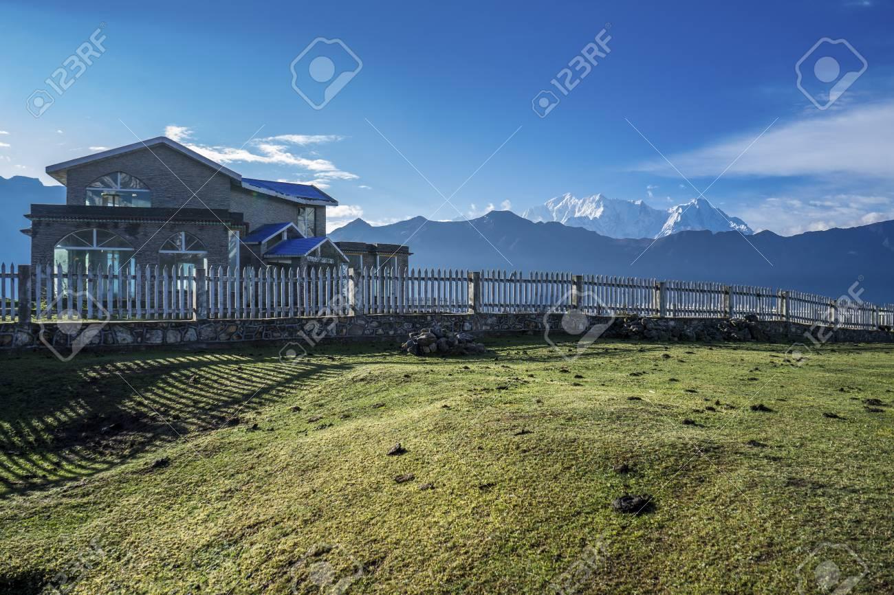 キドン県、チベット、中国の家 ...