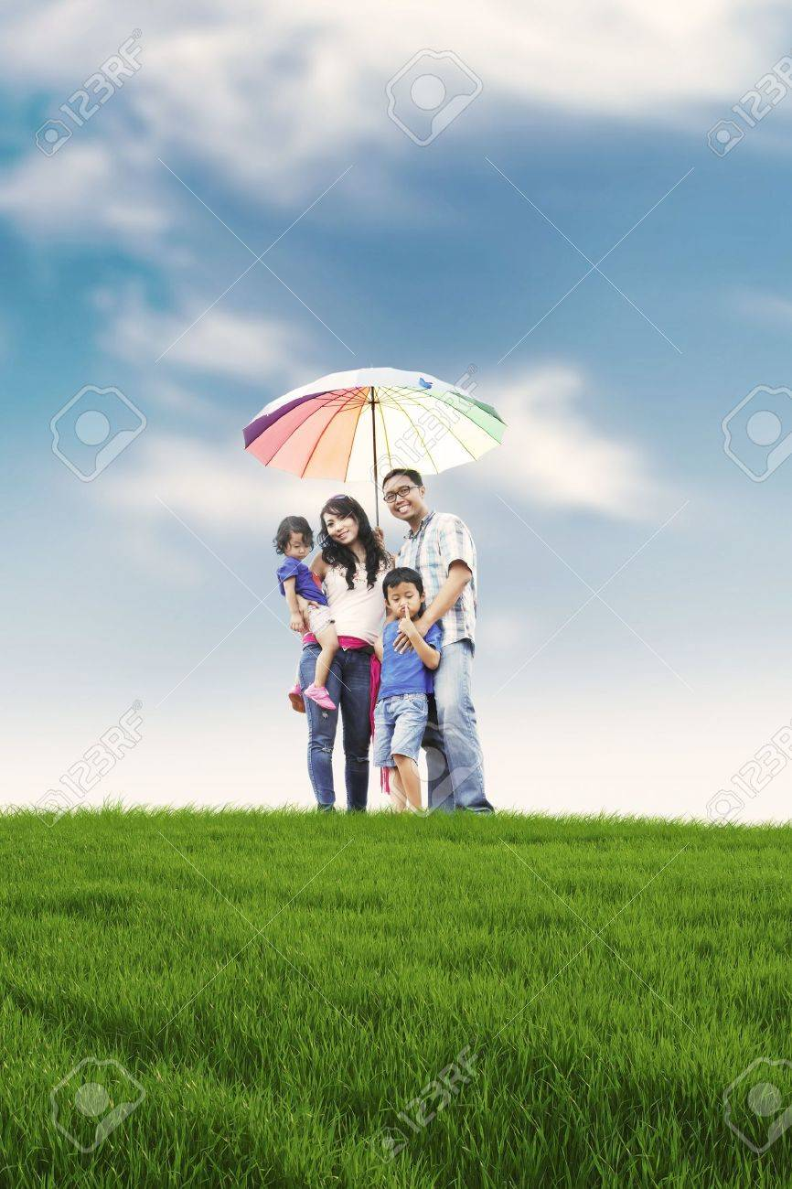 mother child umbrella stock photos u0026 pictures royalty free mother