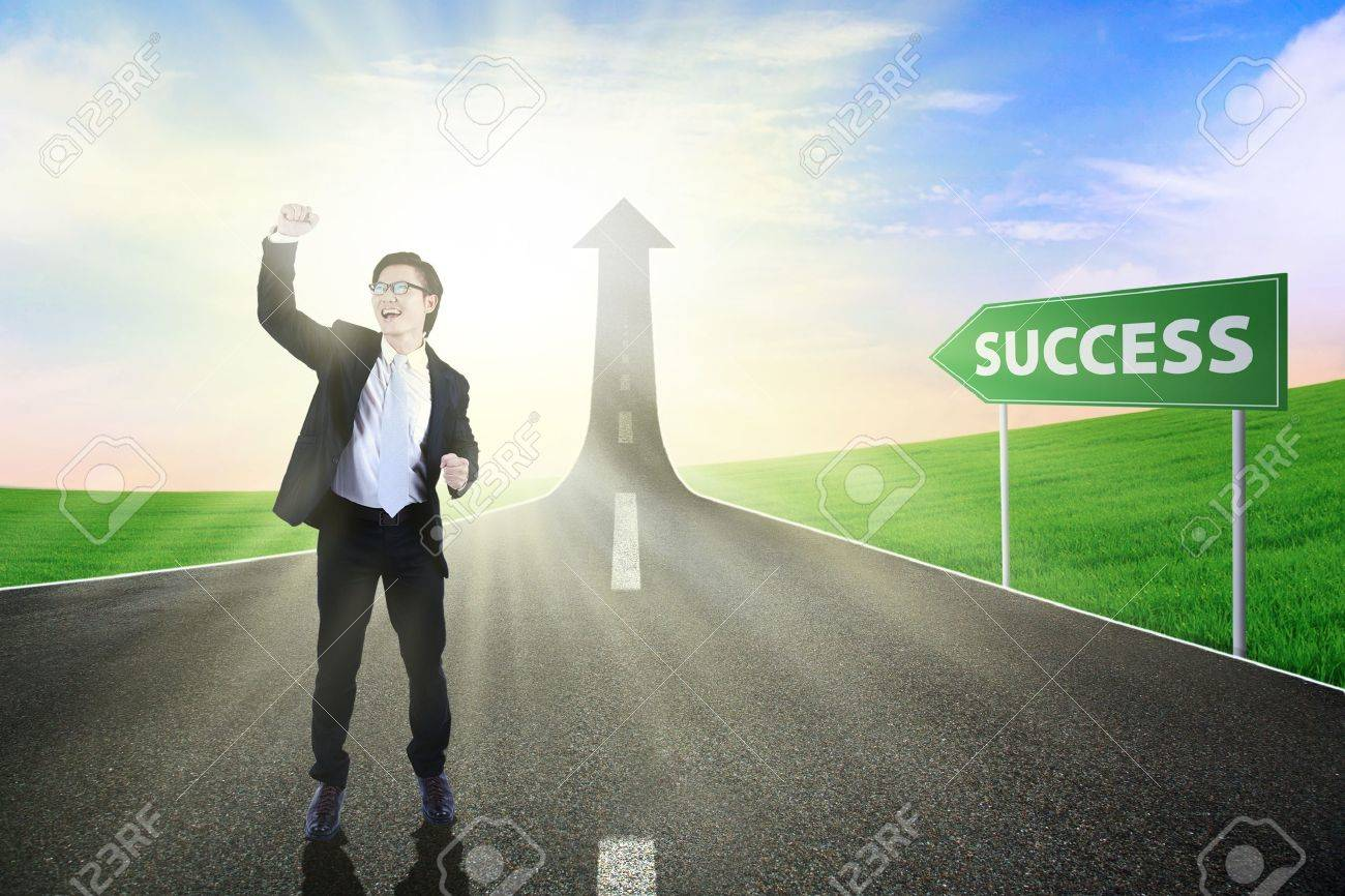 Tthe highway road going up as an arrow, symbolizing as the way to success Stock Photo - 14779097