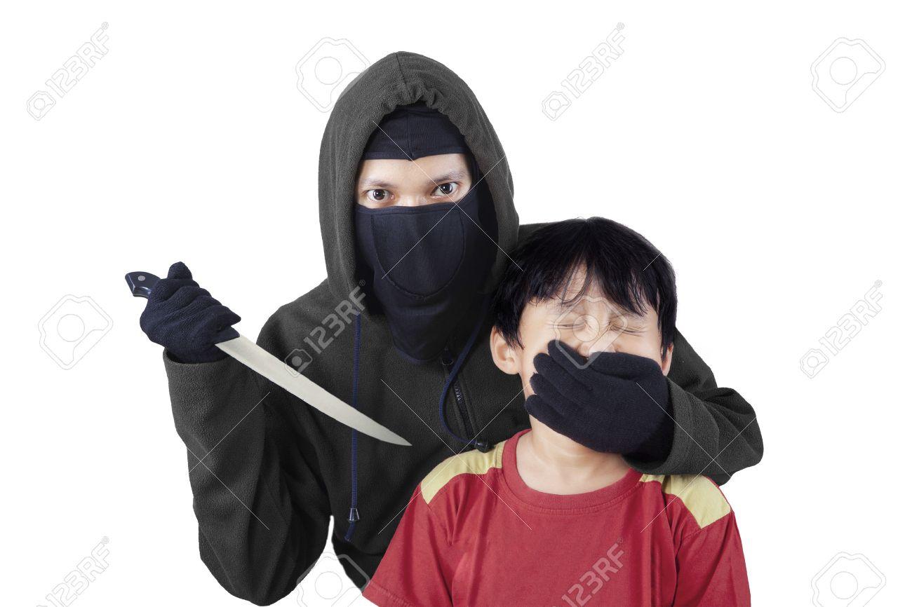 Enfant Effrayé Avec La Main Dun Homme Adulte Couvrant Sa Bouche Et