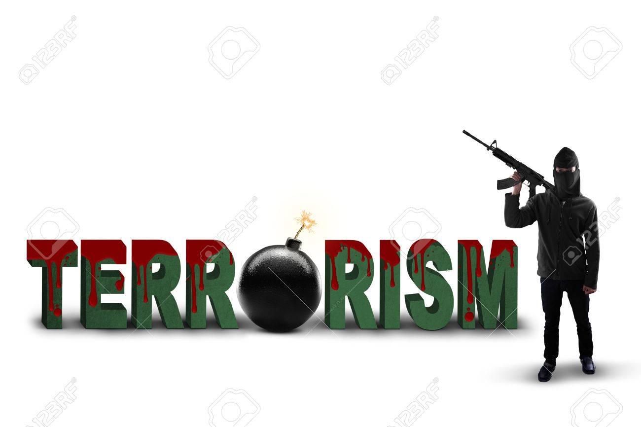 Aisl Shooting concepto de terrorismo: un texto del terrorismo con bombas y masculina  rifle celebración terrorista, aislado en fondo blanco