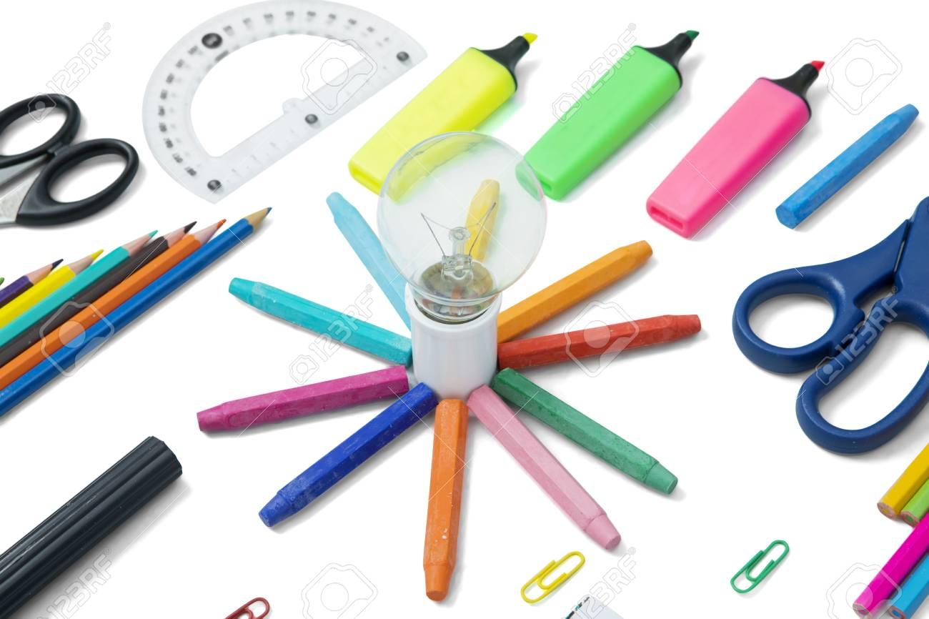 fondo de Imagen blanco lápices escolaresaislado una de sobre colores útiles y lámpara con TK31FJcl