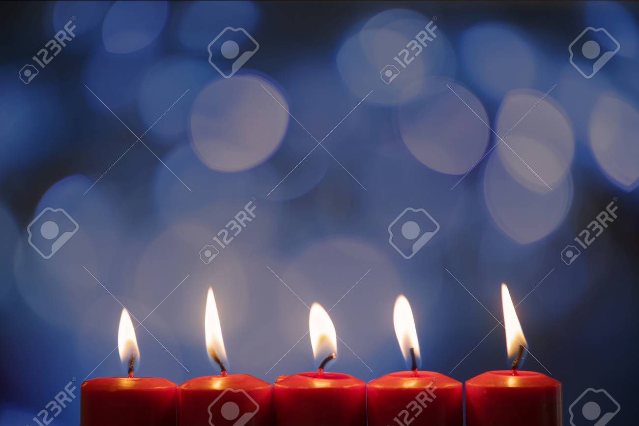 Closeup Of Five Burning Candles With Blurred Sparkling Light Background Standard Bild
