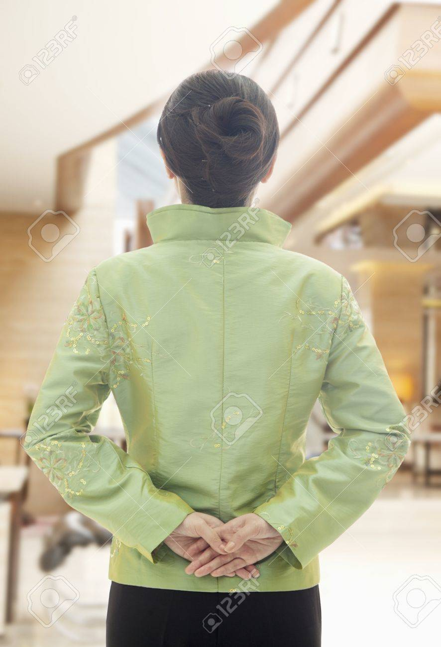 Restaurant Hotel Hostess In Traditional Chinese Clothing 4d353f7a1