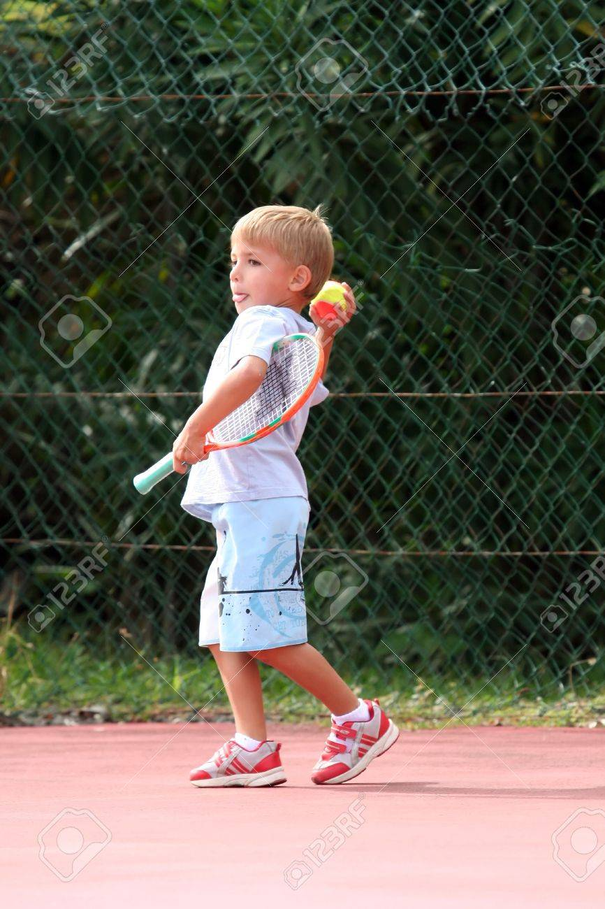 boy throwing a tennis ball Stock Photo - 541791