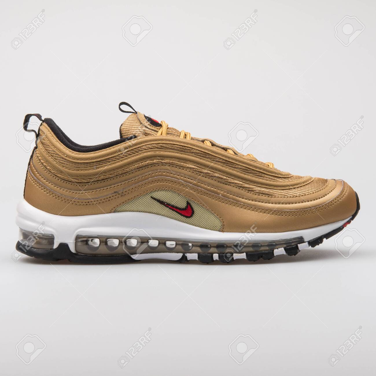 Preparación maceta Crítico  VIENNA, AUSTRIA - AUGUST 7, 2017: Nike Air Max 97 OG QS Gold.. Stock Photo,  Picture And Royalty Free Image. Image 121601645.