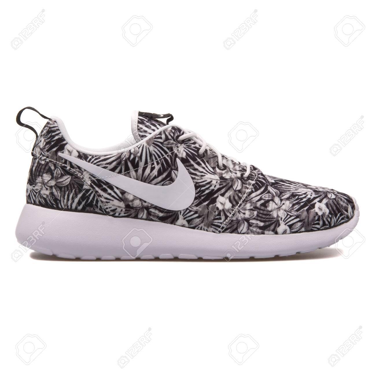 Nike Roshe One Print Premium.. Stock