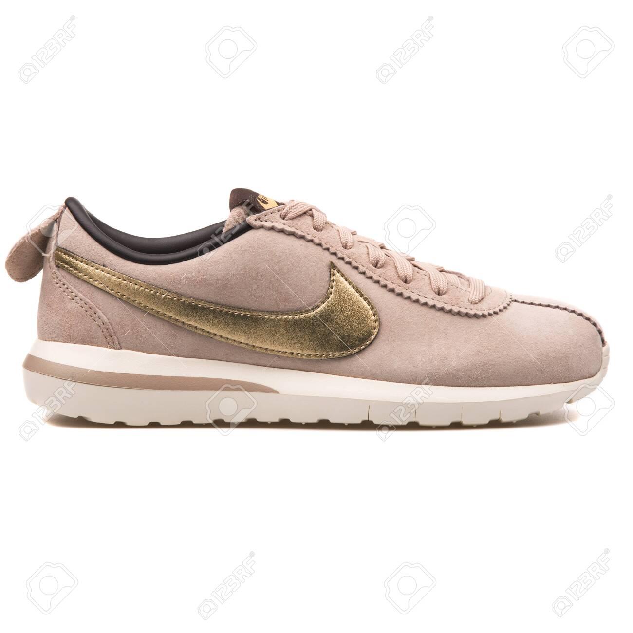 Nike Roshe Cortez NM Premium.. Stock
