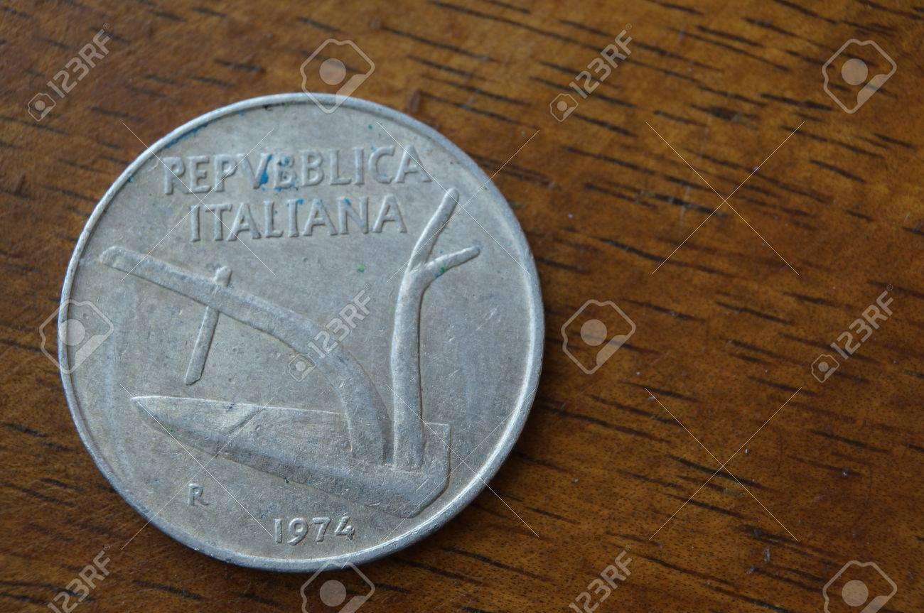 Italienische Münzen 10 Lire Lizenzfreie Fotos Bilder Und Stock