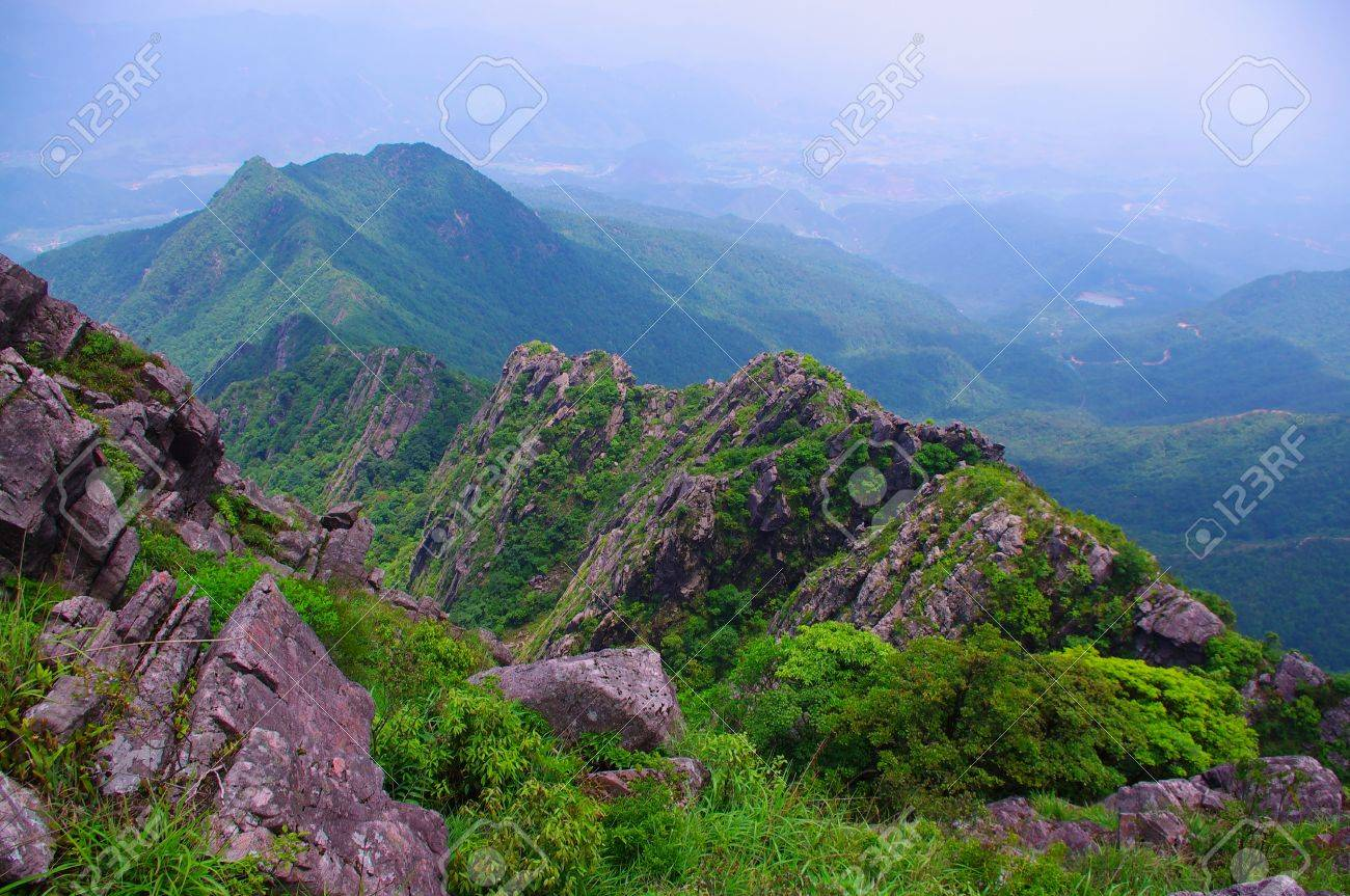 rocks on the mountaintop of chinese Nanning ridge Stock Photo - 16952076