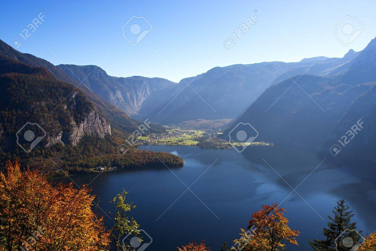 Mountain lake in Austria, Hallstattersee Stock Photo - 8014482