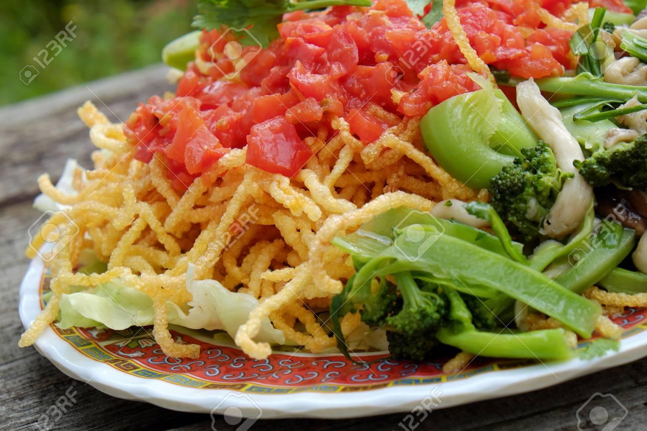 Cuisine Vietnamienne Manger Vegetarien De Nouilles Avec Des Legumes