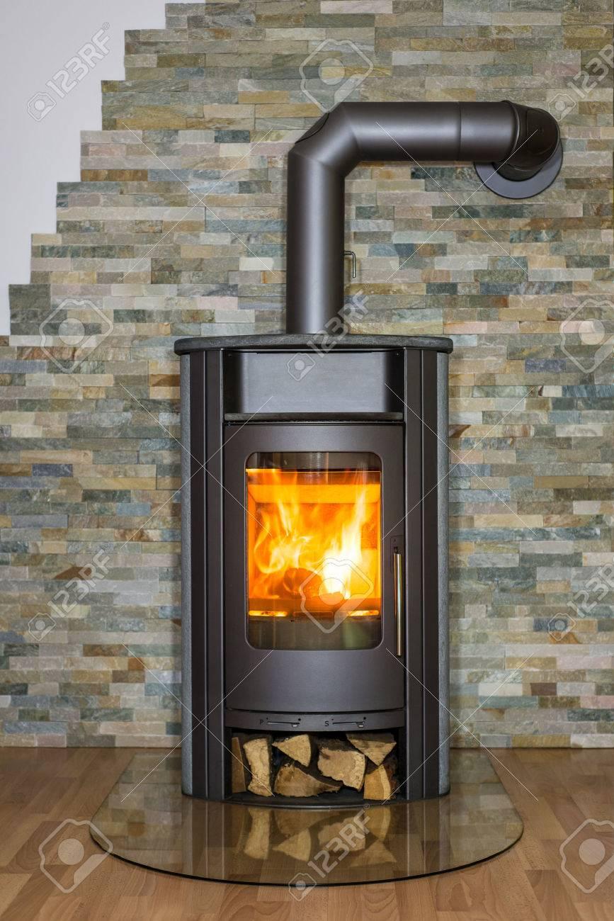 Exceptional Roaring Feuer In Holzofen Im Wohnzimmer Lizenzfreie Fotos, Bilder,  Wohnzimmer