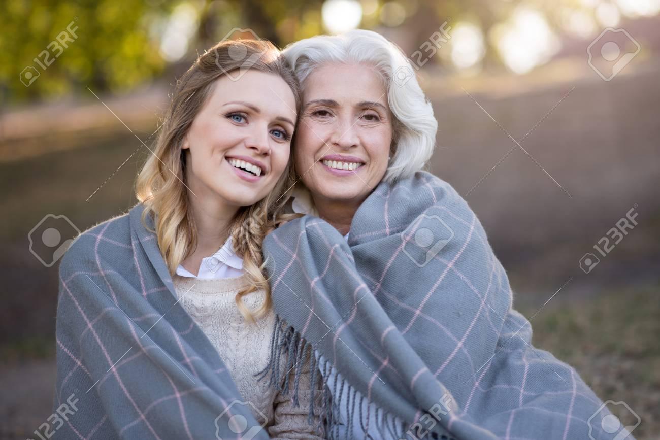Was Bedeutet Es Familie Schöne Inhalt Mutter Und Tochter Lächelnd