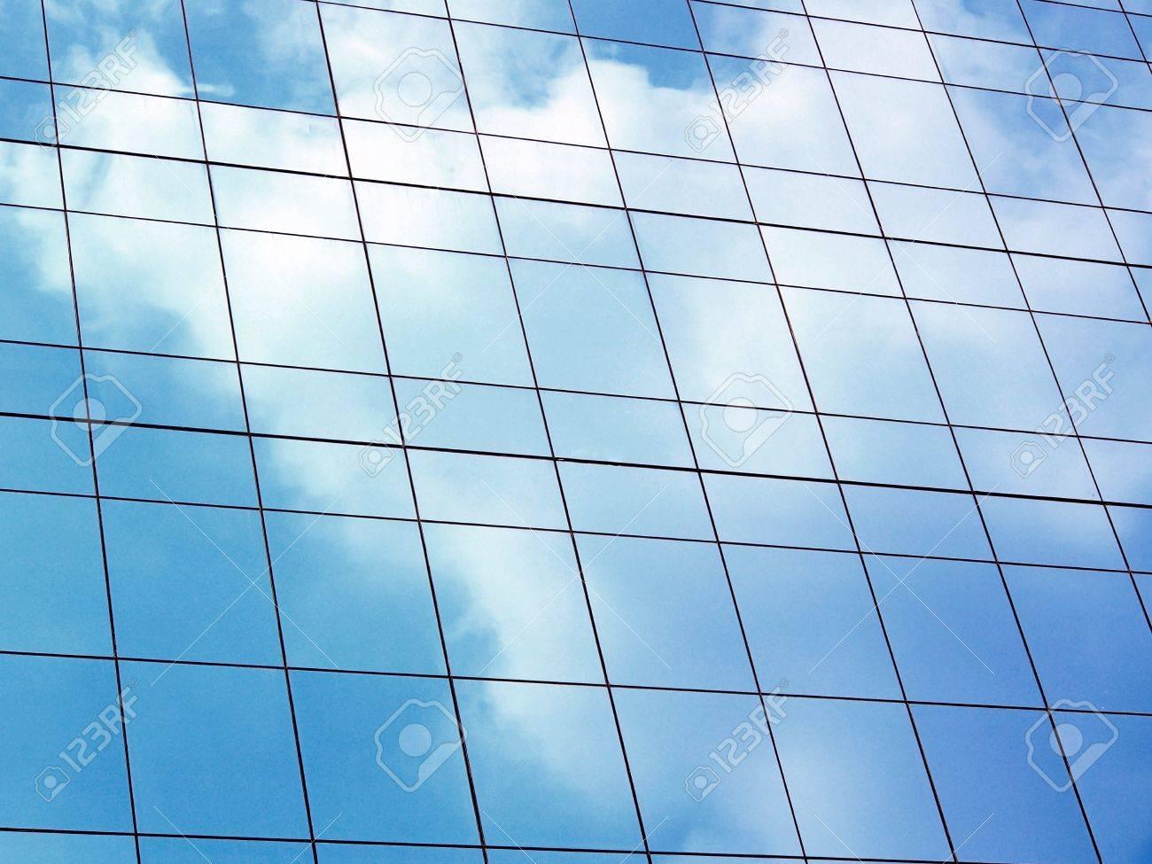 edificio espejo de pared de vidrio foto de archivo