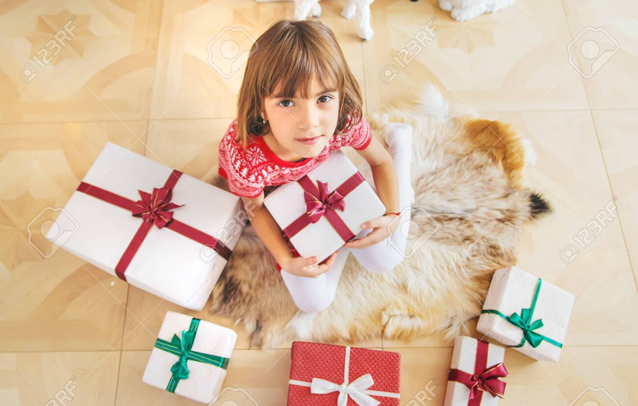 Children near the Christmas tree. Selective focus. - 136090194