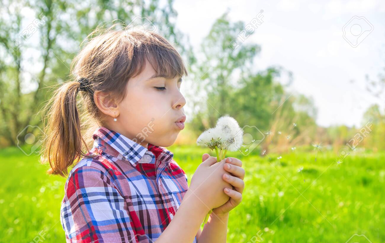 Child girl with dandelions in the park. Selective focus. - 147908673