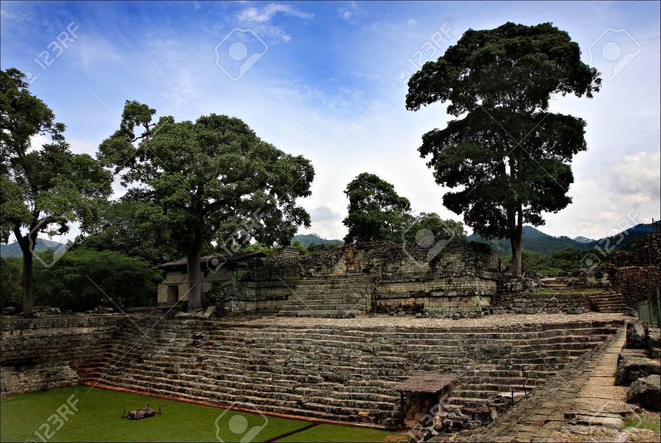 ホンジュラスは、中央アメリカの歴史的な場所への旅行で国立公園コパン ...