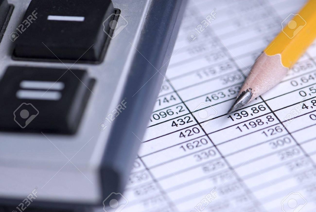 calculator, table, pencil - 6199059