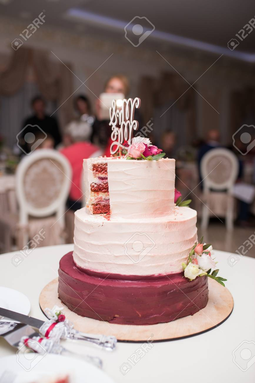 White And Red Tree Tier Wedding Cake With Fresh Flowers On The
