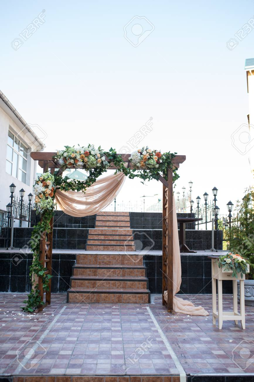 Rustic Wedding Arch.Rustic Wedding Arch Wedding Arch Made Of Wooden Square Frame