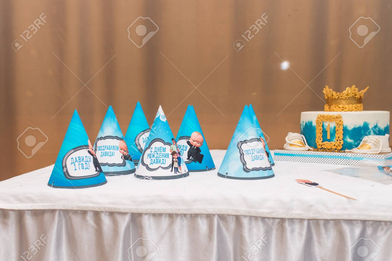 Blue Holiday Hats Birthday Cake Concept Of Childrens Party Standard Bild