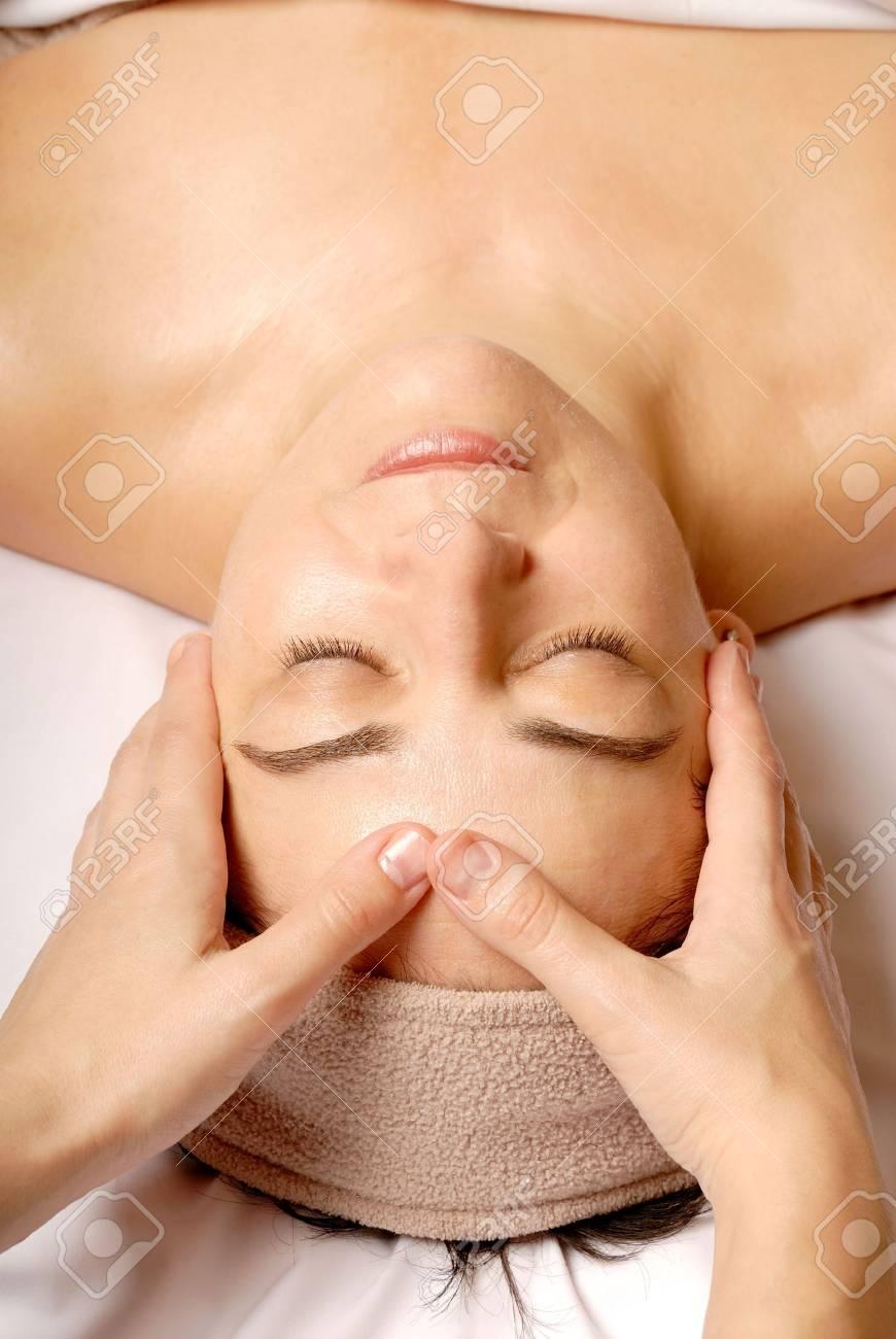 woman getting a facial at a spa Stock Photo - 693788
