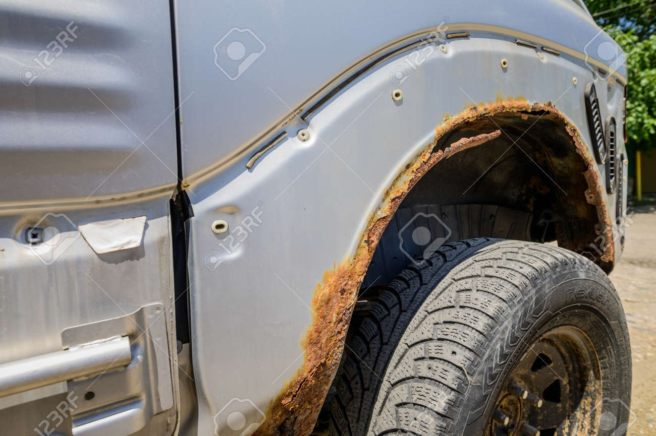 Rusty wheel arches on the car. car corrosion. Background for welding work on the restoration of the car body - 172859984