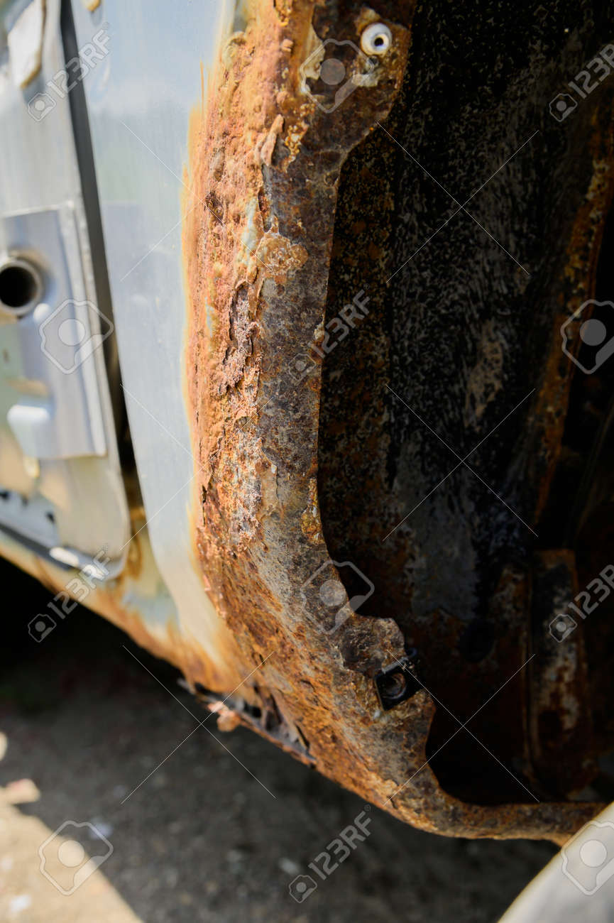Rusty wheel arches on the car. car corrosion. Background for welding work on the restoration of the car body - 173333019