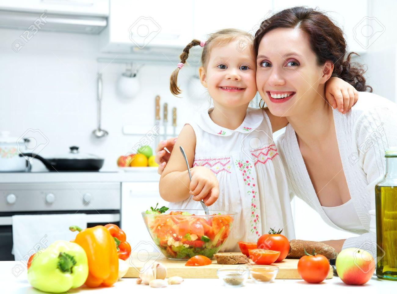 Сын и мать кухне япония 13 фотография