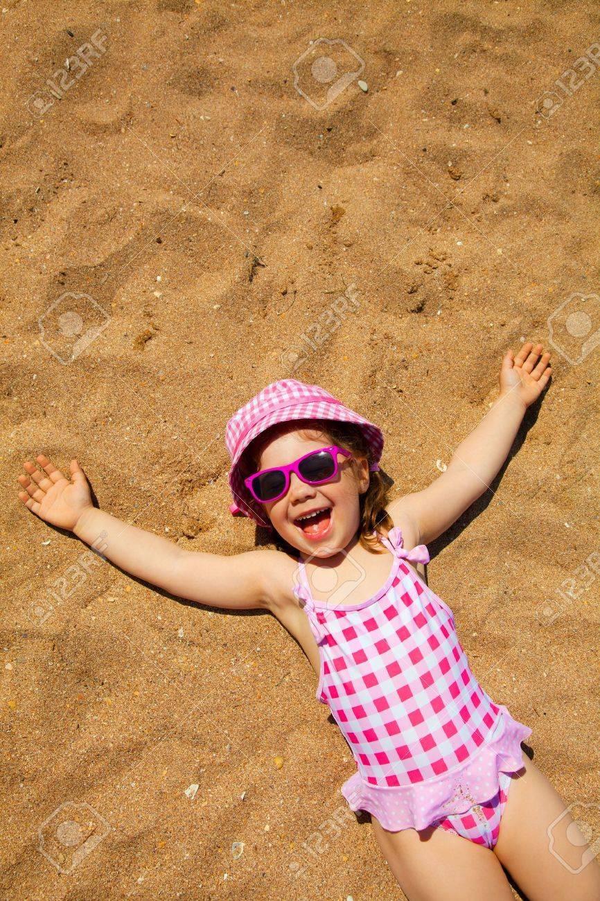 Рыжая девушка на пляже фото 23 фотография