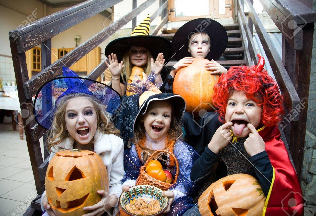 courbe des enfants face en costume de fée sur halloween Banque d'images - 31928409