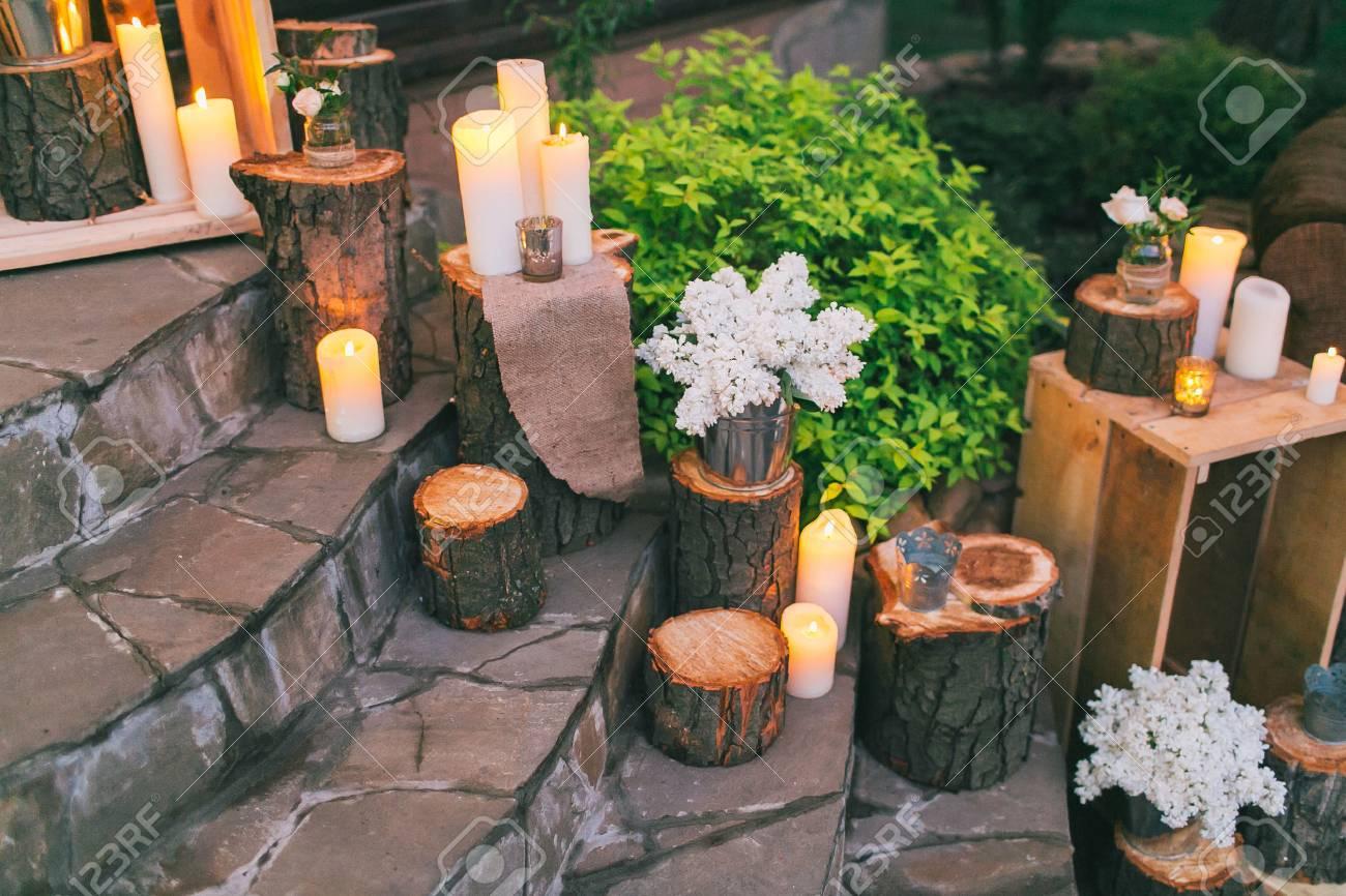 Decorazioni matrimonio rustico scale decorate con pozzetti e le