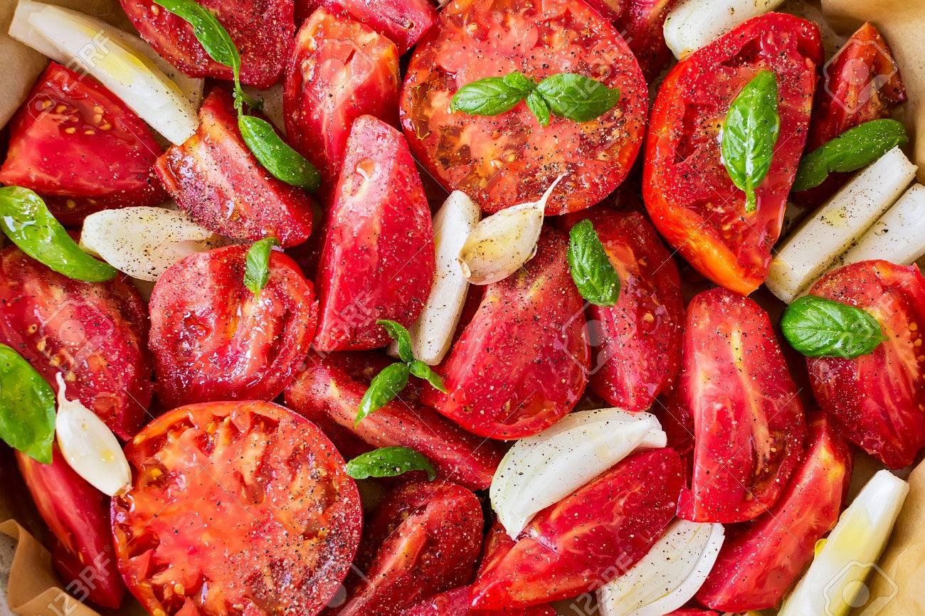 Rote Tomaten Mit Zwiebeln Gebacken - Die Basis Für Tomatensuppe ...