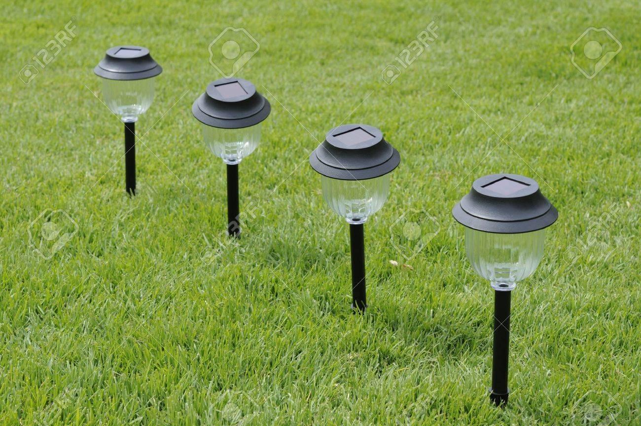 Solarleuchten Für Den Garten Standard Bild   11826194