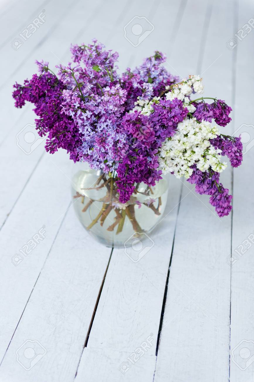Mazzo Di Fiori In Vaso.A Bouquet Of Fresh Lilac Flowers In A Glass Vase On A Wooden
