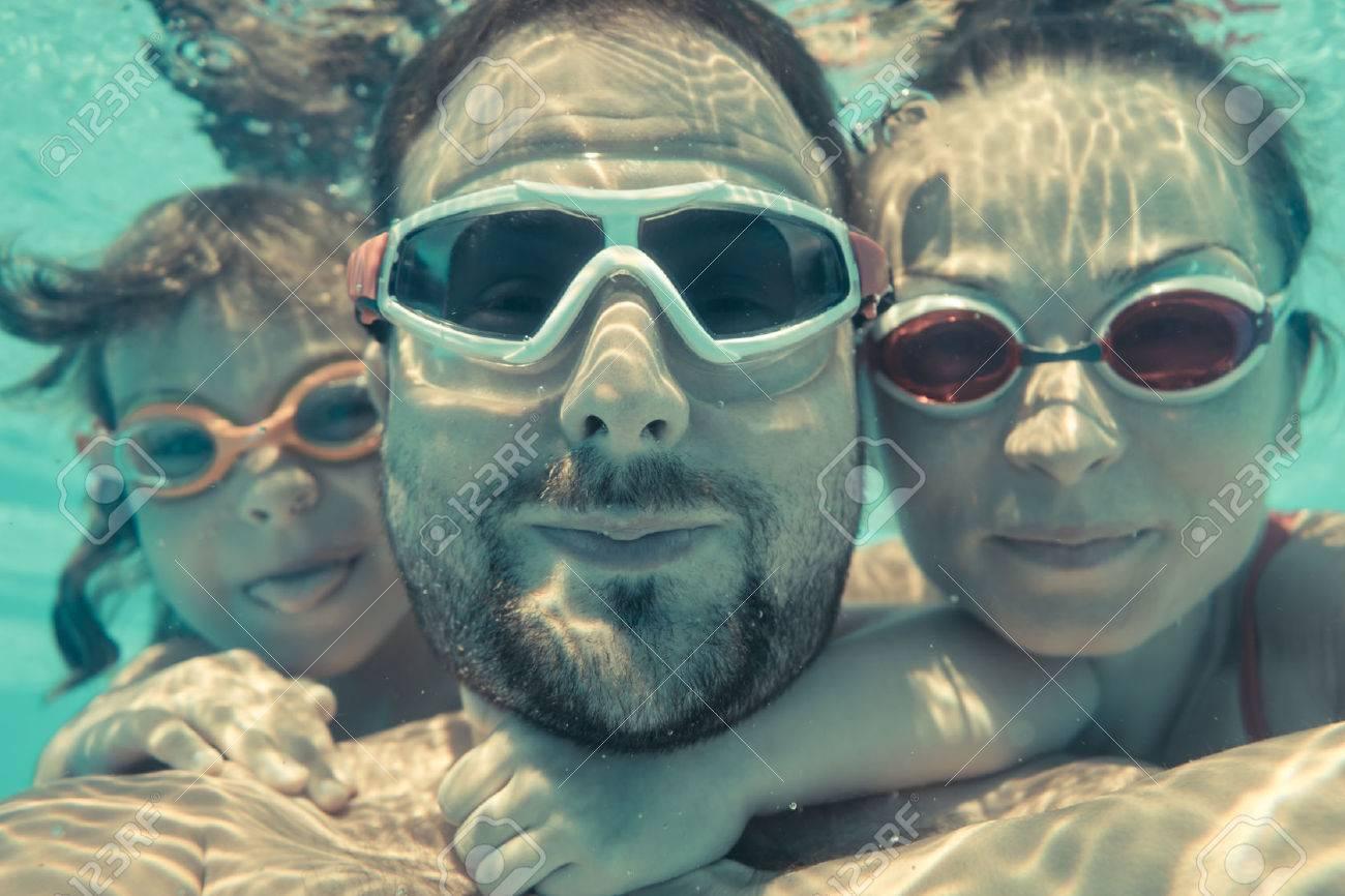 Familie Die Spaß Im Schwimmbad Unterwasser Lustig Porträt
