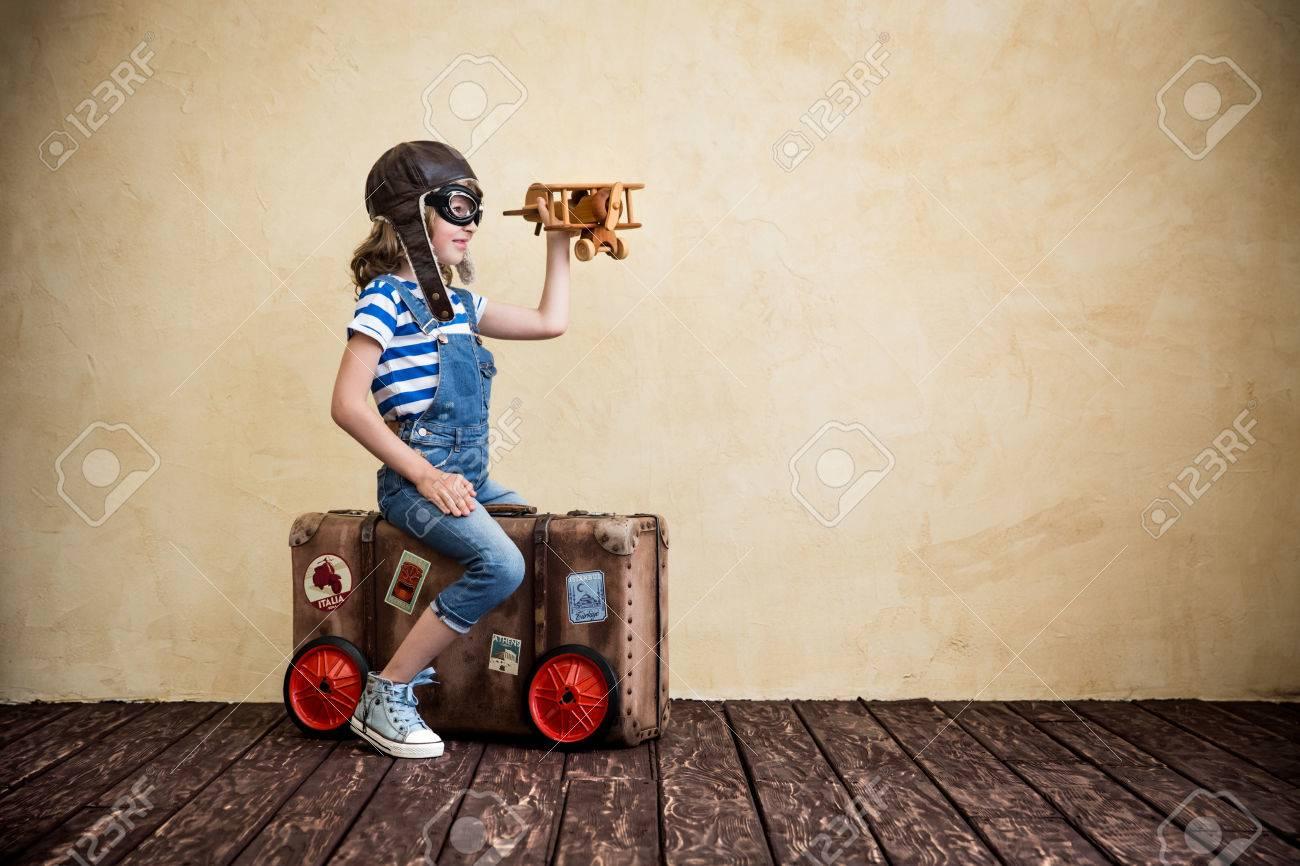 Kind So Tun, Als Seemann Zu Sein. Kid Spaß Zu Hause. Sommer-Urlaub ...