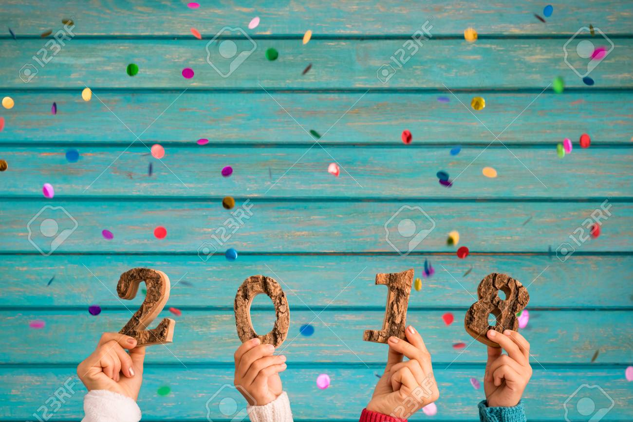 Happy New Year 2018! Confetti falling against wooden background - 90592494
