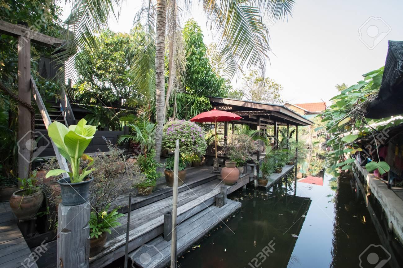 banque dimages dtente jardin dans un style thai salon avec canal - Detente Jardin