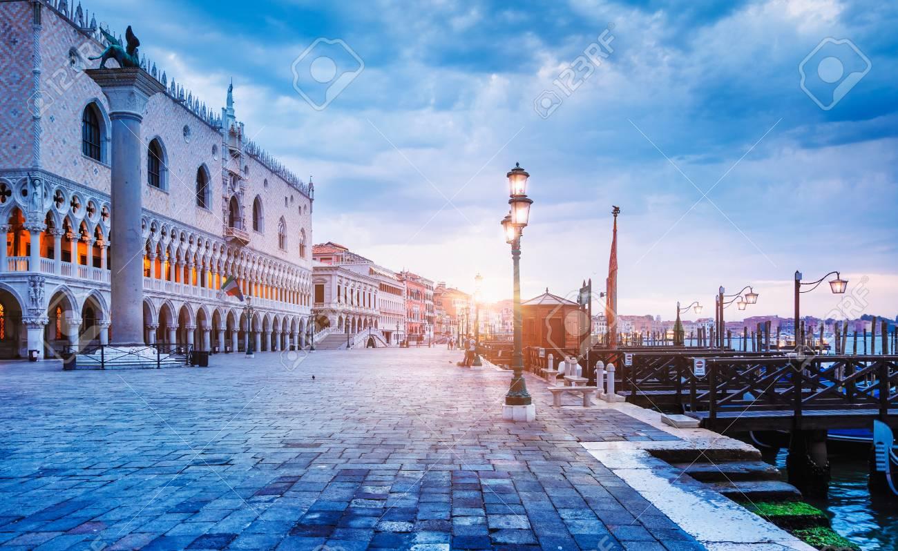 Palacio Ducal En Piazza San Marco Señal Famosa De La Ciudad Del ...