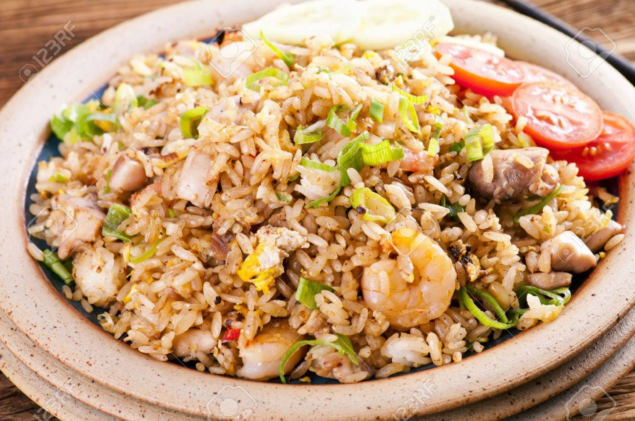 Fried rice with shrimps and chicken Stock Photo - 12809033