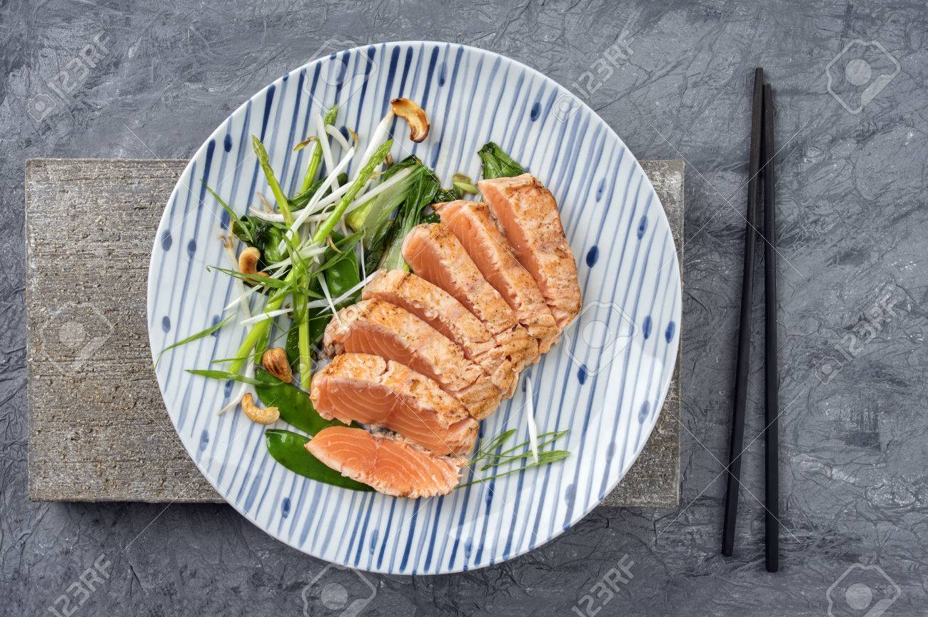 Salmon Tataki with Lettuce - 50483597